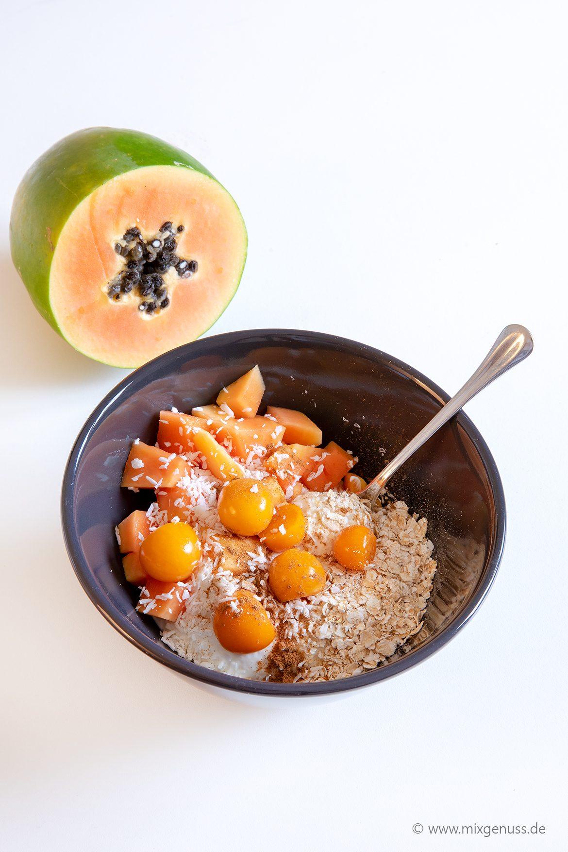 Papaya-Frühstücksbowl
