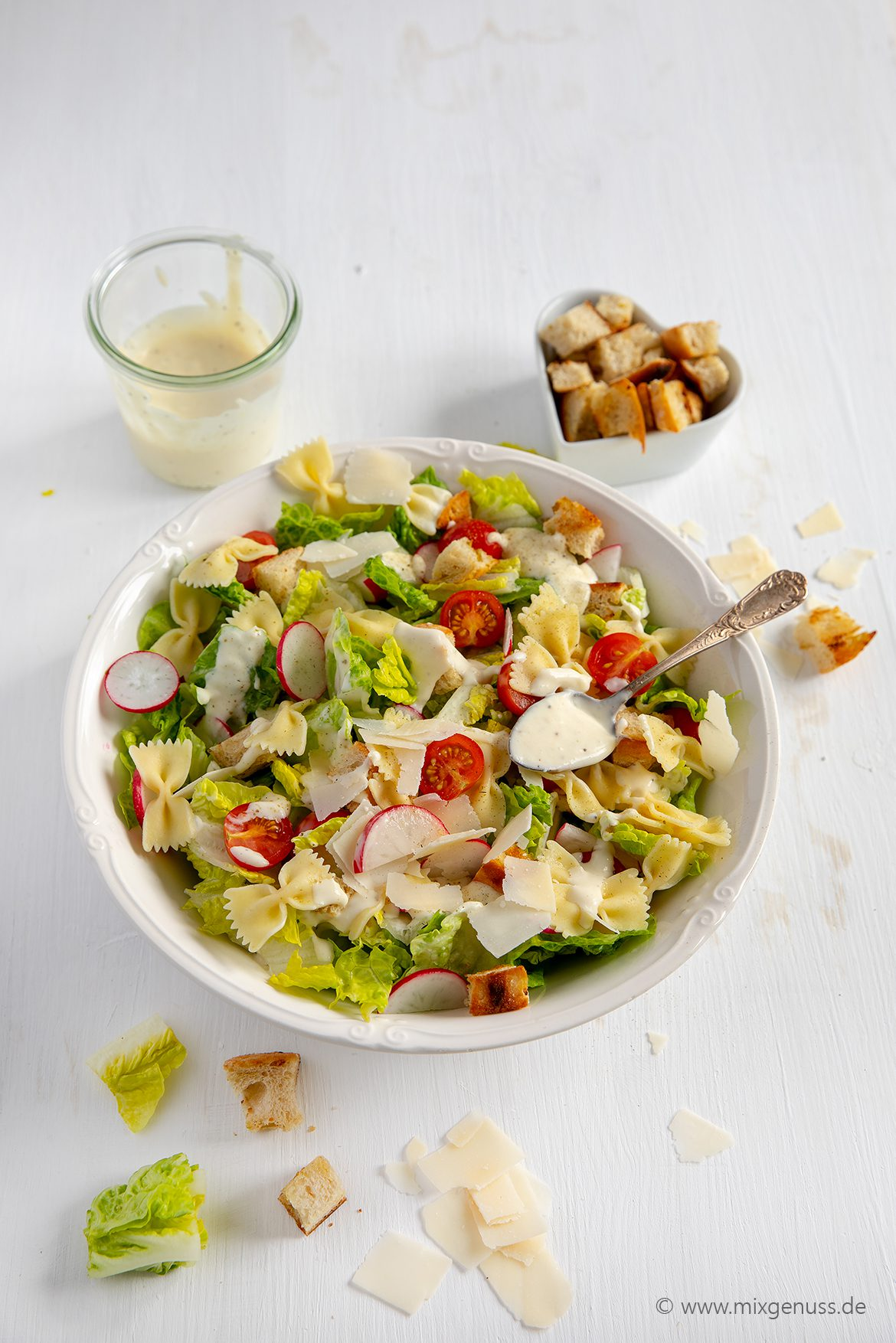 "Leichter ""Caesar Pasta Salad"""