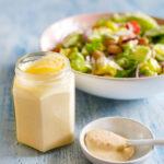 Cremiges Salatdressing mit Karotte